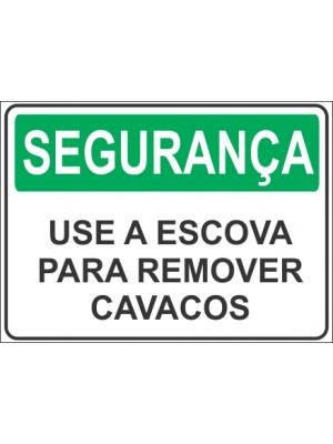 Placa de  Sinalizacao Seguranca Use a escova para remover cavacos